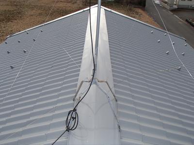 千葉県君津市 台風で飛ばされた棟板金の交換にあわせて屋根と玄関庇の塗装
