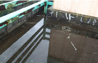 排水不良の陸屋根