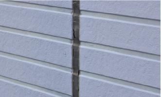 シーリング材が打ち込まれた外壁