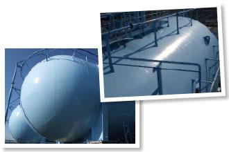 塩害を受けておらず超低汚染塗料の威力を発揮したピカピカのガスタンク