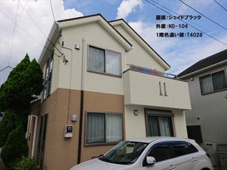 屋根:シェイドブラック-外壁:ND-104-1階色違い部:T4028