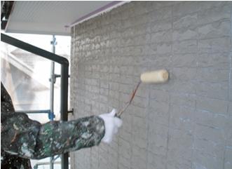 下塗り専用の塗料の塗布風景
