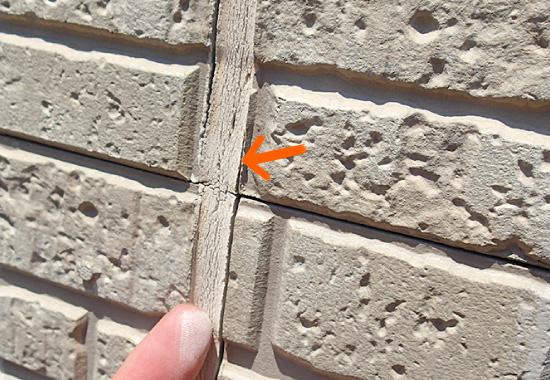 目地シーリングが劣化した外壁