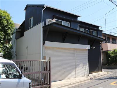 荒川区町屋の貸店舗兼住宅で外壁塗装工事と金属サイディング張替リフォームを実施