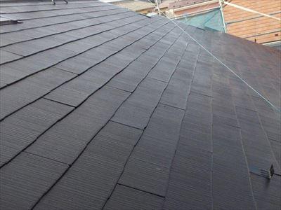 港区高輪の築22年のお住まいで水性シリコンベストⅡ(ブラック)による初めての屋根塗装メンテナンスを実施!