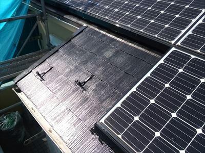 海老名市下今泉にてソーラーパネルが設置されているスレート屋根の塗装メンテナンスを実施!