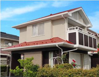 ベージュとブラウンに赤い屋根の組み合わせに塗り替えたお住まい