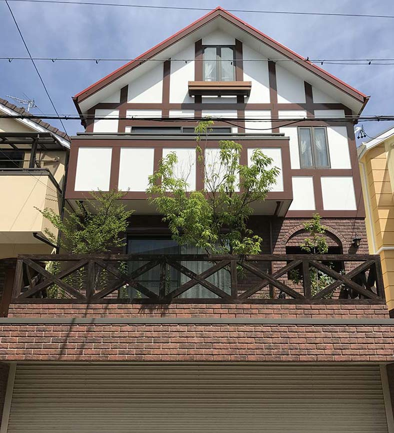 築14年で塗料が劣化したイギリスチューダー調のお住いの塗り替え工事施工後
