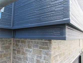 金属サイディングには見えないガルバリウム鋼板製の外壁材