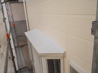 中区|屋根を遮熱塗料で塗装中