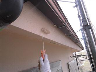 富里市屋根外壁塗装、塗装中上塗り006