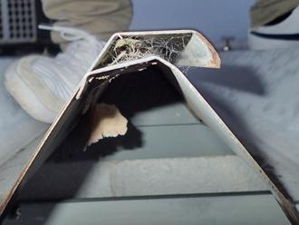 千葉県木更津市 屋内点検 屋根材の合わせが不適切で隙間ができている