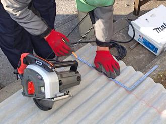 千葉県木更津市 ゴミ置き場の屋根補修 屋根材の加工