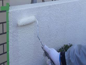 千葉市 門壁の塗装 ウールローラーを使った中塗り