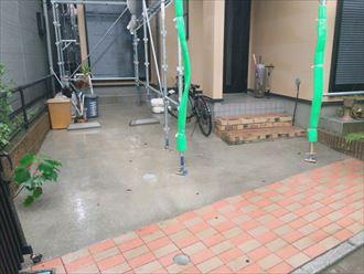 足立区でサイディングボードへの塗装工事、目地撤去します