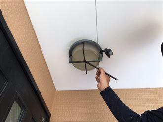 経過するお住まいにて水性シリコンベストⅡ(ナスコン)での屋根塗装工事を実施!