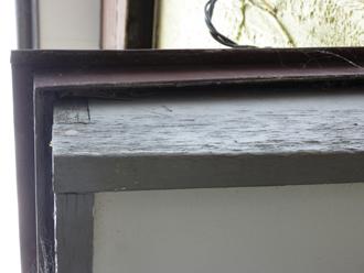 木更津市でバルコニーの梁と垂木・桟木の塗装調査