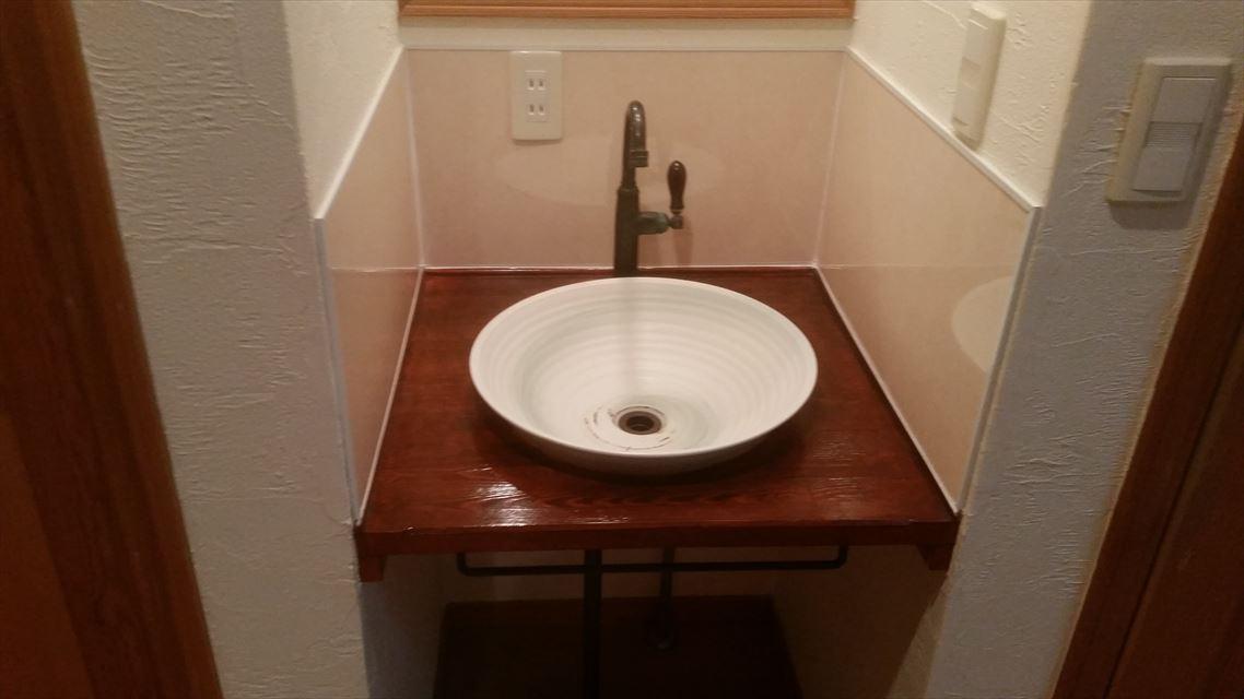 滝沢市鵜飼で木製洗面カウンターの2液ウレタン塗装をしました