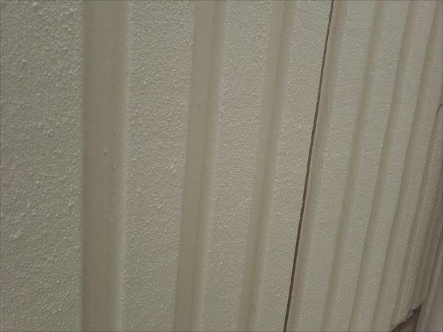 水戸市元吉田町でテナントビル(3階建)のALC材外壁1面の塗替え工事を行いました
