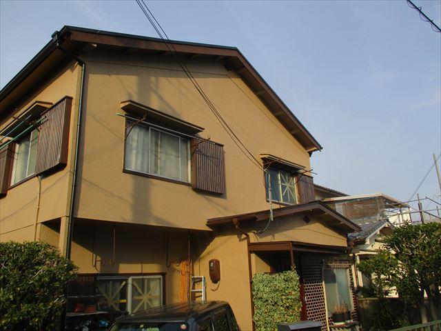 枚方市で外壁塗装および手摺や階段等の鉄部塗装も行いました。