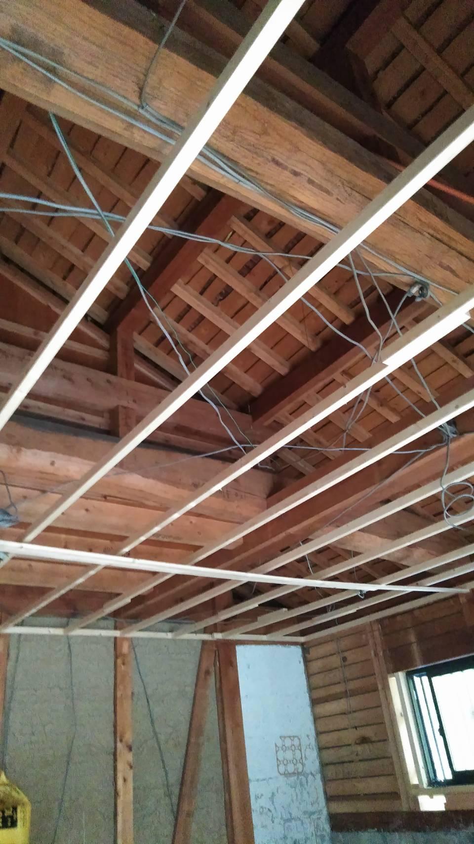 養老町で天井下地、サッシ入れ替え工事を行いました