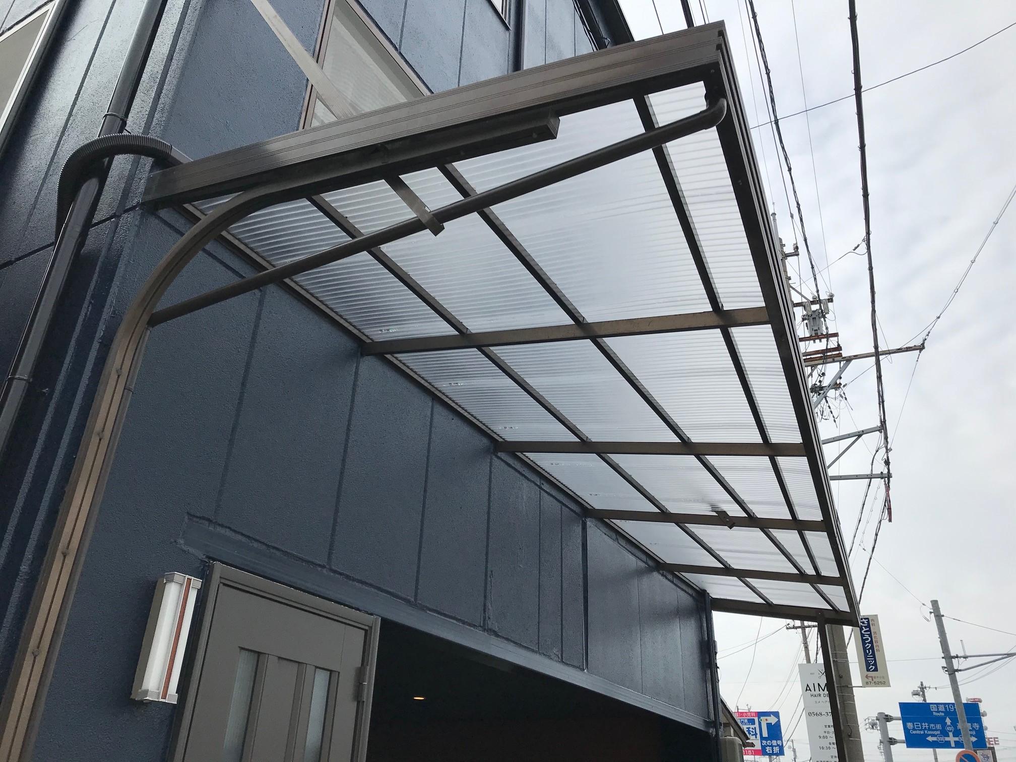 春日井市でポリカーボネート素材の波板取り付け工事を行いました。