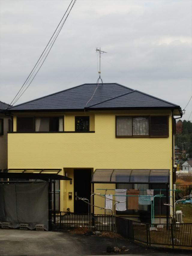 瑞浪市で屋根はフッ素で外壁はシリコンで塗装を行いました。