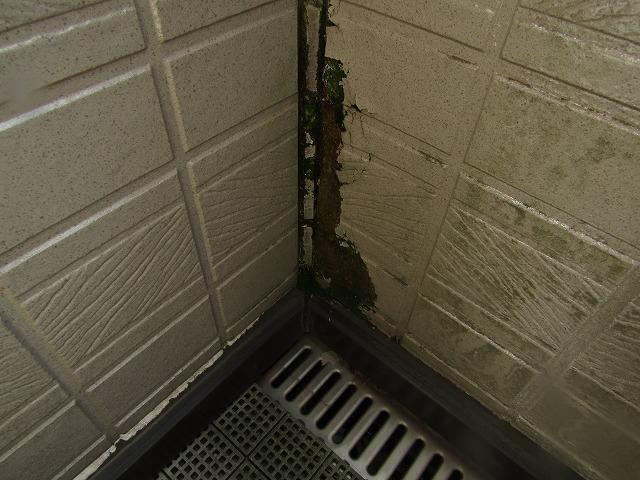 岡山市南区彦崎 バルコニーから雨漏り ガルバリュウム鋼板張り