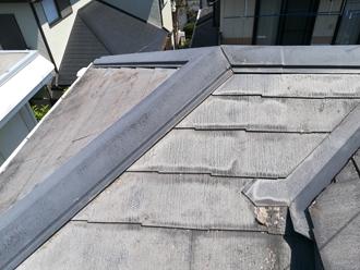 薄いグレーになってしまったスレート屋根