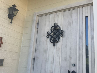 お洒落な洋風のドアに交換