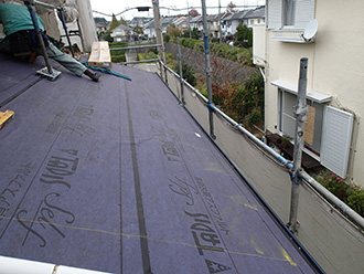 千葉県 市原市 屋根カバー工法 防水紙の敷設