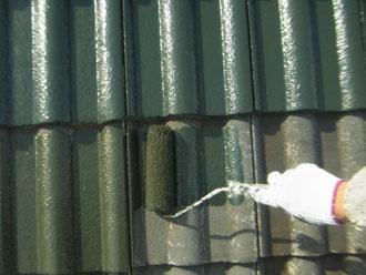 習志野市 屋根塗装 中塗り セメント瓦 ルーフマイルドシリコン